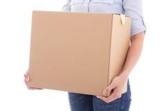 Caja móvil de la cartulina en las manos de la mujer aisladas en blanco Foto de archivo libre de regalías