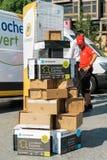 Caja múltiple una de la entrega del paquete sobre otra Imagen de archivo libre de regalías