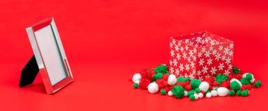 Caja marco de la foto y de regalo vacíos de la Navidad foto de archivo