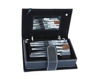 Caja negra con las herramientas y el espejo del maquillaje Imagen de archivo