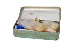 Caja oxidada vieja del metal aislada en el fondo blanco esto tenía clipp Imágenes de archivo libres de regalías