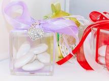Caja para casarse confeti imágenes de archivo libres de regalías