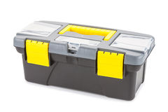 Caja plástica con las herramientas aisladas en el fondo blanco Foto de archivo