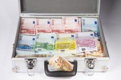 Caja por completo de dinero Imágenes de archivo libres de regalías