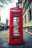 Caja roja del teléfono Imágenes de archivo libres de regalías