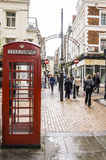 Caja roja del teléfono en Londres foto de archivo