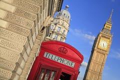 Caja roja del teléfono en Londres Reino Unido fotos de archivo libres de regalías