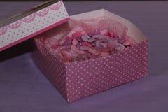 Caja rosada foto de archivo