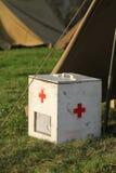 Caja vieja de los primeros auxilios de los militares Imagenes de archivo