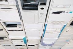 Caja vieja de muchos ordenadores Imágenes de archivo libres de regalías