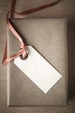 Caja y etiqueta de arriba de regalo Imagen de archivo