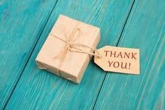 Caja y etiqueta de regalo con el texto y x22; AMOR YOU& x22; Foto de archivo libre de regalías