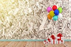 Caja y globo blancos de regalo fotografía de archivo