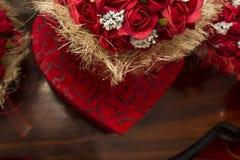 Caja y rosas del corazón Foto de archivo libre de regalías