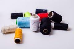 Caja y tijeras de costura Foto de archivo libre de regalías