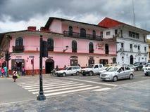 Cajamarca Peru - mars 12, 2014: Två turist- hotell i huvudsaklig fyrkant Fotografering för Bildbyråer