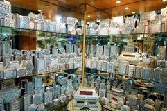 Cajas adornadas del recuerdo en mercado del souk de El Cairo, Egipto Imagen de archivo libre de regalías