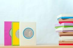 Cajas brillantemente coloreadas Fotos de archivo