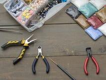 Cajas con las gotas, accesorios para la costura Fotografía de archivo