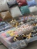 Cajas con las gotas, accesorios para la costura Imagen de archivo