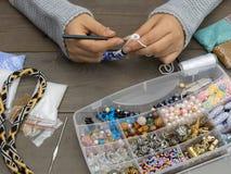 Cajas con las gotas, accesorios para la costura Foto de archivo libre de regalías