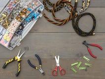 Cajas con las gotas, accesorios para la costura Fotos de archivo libres de regalías