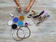 Cajas con las gotas, accesorios para la costura Fotografía de archivo libre de regalías