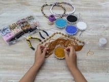 Cajas con las gotas, accesorios para la costura Imágenes de archivo libres de regalías