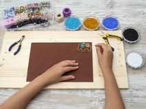 Cajas con las gotas, accesorios para la costura Imagenes de archivo