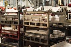 Cajas con los recambios en la fábrica de la cosechadora foto de archivo libre de regalías