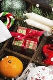 Cajas con los regalos para la Navidad y las diversas cualidades del día de fiesta Imagen de archivo