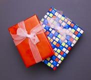 Cajas con los regalos y las sorpresas Fotos de archivo libres de regalías