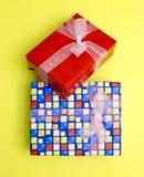 Cajas con los regalos y las sorpresas Foto de archivo libre de regalías