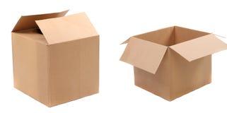 Cajas de cartón acanalado abiertas y cerradas Foto de archivo libre de regalías