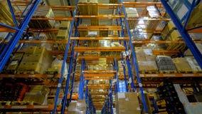 Cajas de cartón dentro de un almacén de almacenamiento 4K almacen de video