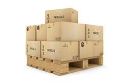 Cajas de cartón en una paleta Imagenes de archivo