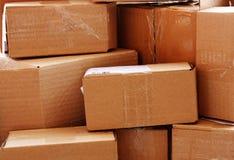 Cajas de cartón usadas Imagenes de archivo