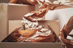 Cajas de cartón usadas Fotos de archivo libres de regalías