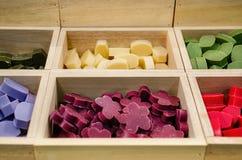 Cajas de jabones coloridos Fotos de archivo libres de regalías