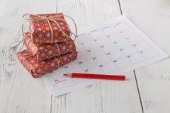 Cajas de la Navidad y de regalo del fondo del Año Nuevo Imagenes de archivo