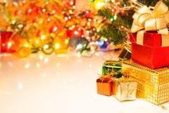 Cajas de la Navidad y de regalo de la Feliz Año Nuevo y espacio de la copia para el texto o Imagen de archivo