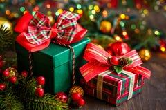 Cajas de regalo de la Navidad Fotos de archivo libres de regalías