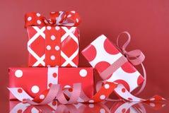Cajas de regalo de la Navidad Imágenes de archivo libres de regalías