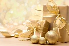 Cajas de regalo de la Navidad del oro Foto de archivo