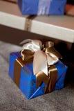 Cajas de regalo de la Navidad para la celebración Foto de archivo