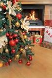Cajas de regalo del árbol de navidad y de la Navidad Imagen de archivo