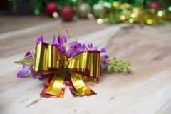 Cajas de regalo del Año Nuevo, fondo de la pendiente Imagenes de archivo