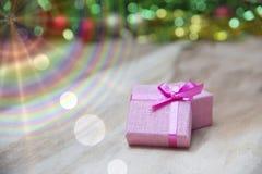 Cajas de regalo del Año Nuevo, fondo de la pendiente Fotografía de archivo libre de regalías