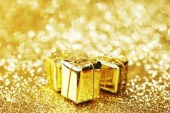 Cajas de regalo del oro Fotografía de archivo libre de regalías