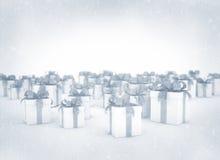 Cajas de regalo en nieve Foto de archivo